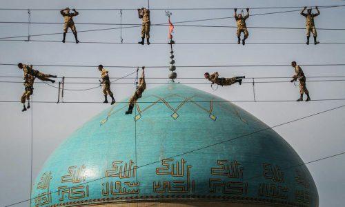 سربازان ایرانی در حال تمرین نظامی