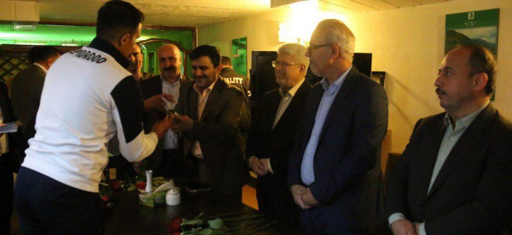 با حضور شهردار رشت و رئیس کمیسیون فرهنگی اجتماعی شورای شهر از بازیکنان و کادر فنی سپیدرود تجلیل شد