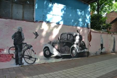 گزارش تصویری از نقاشیهای دیواری شهرداری لاهیجان