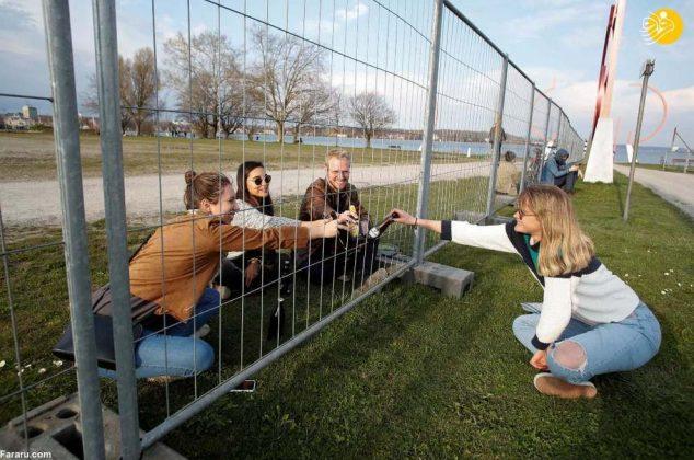 قرار عاشقی پشت مرز؛ (تصاویر) کرونا یک مرز جدید در اروپا به وجود آورد!