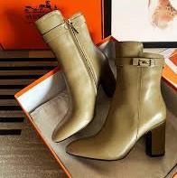 کفش های خارجی قاچاق در ویترین فروشگاه ها