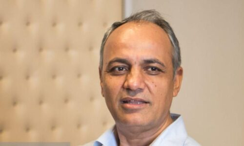 احمد زیدآبادی: زمان رجزخوانی به سر آمده است، رجز خوانی های بی اساس کار را سختتر و بحران را تا مرز درگیری نظامی پیچیدهتر میکند