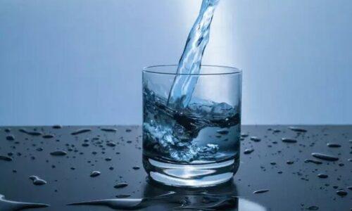 بستری شدن مرد انگلیسی که برای فرار از کرونا روزی ۵ لیتر آب می نوشید