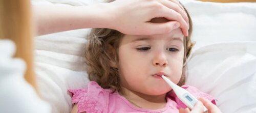 دلایل عمده تب در کودکان وقتی فرزندتان تب دارد چه کاری باید انجام دهید؟