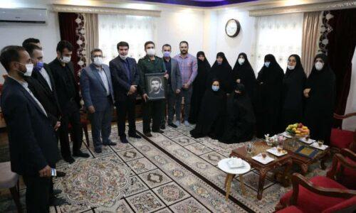 سرپرست شهرداری رشت در دیدار با خانواده شهید پاکزاد مطرح کرد: فرهنگ دفاع مقدس در جامعه نهادینه شود